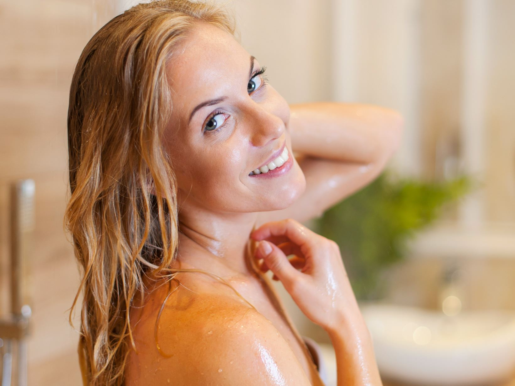 woman-using-shower-oil-to-cleanse-and-care-for-her-skin